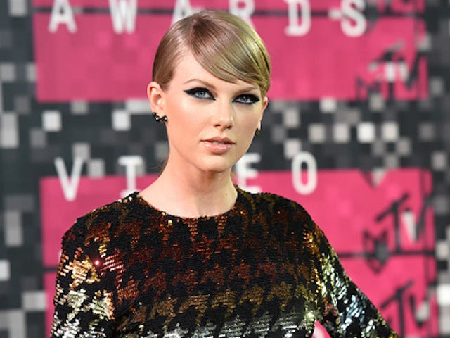 Taylor Swift Pulls a Grinch Move, Files to Trademark 'Swiftmas'