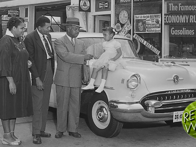 How The Negro Traveler's Green Book Helped Black People Get Around in the 1950s