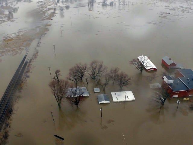Petani di Midwest Face Decade Recovery sebagai Banjir Strips Away Crucial Tanah