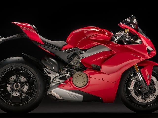 El nuevo buque insignia Ducati Panigale V4 disfruta dos veces de los cilindros