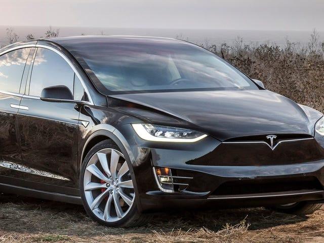 Les propriétaires actuels de Tesla pourront éventuellement rendre leurs voitures entièrement autonomes