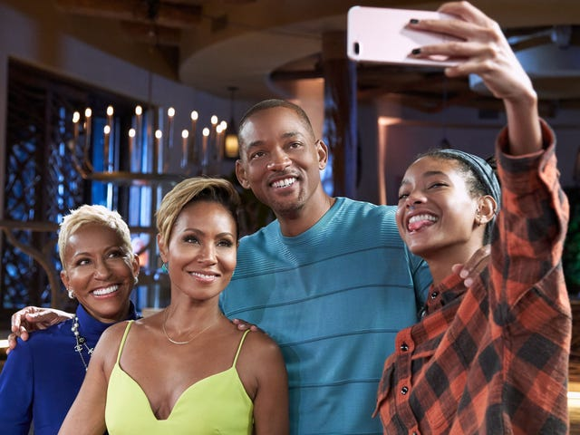 Exclusive: Jada Pinkett Smith ja hänen äitinsä, Adrienne Banfield-Jones, <i>Red Table Talk</i> ... Now With Will Smith