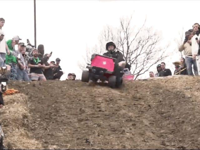 El deporte que faltaba en el mundo del motor: descenso libre todoterreno con cochecitos de Barbie