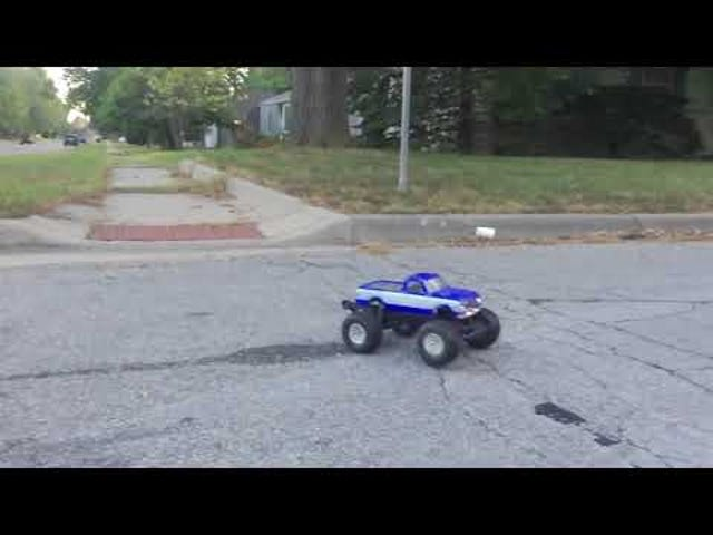 R/C cars are neat in slow mo