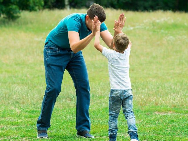 Komplimenter inte barn genom att förolämpa dig själv
