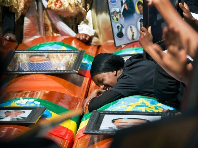 Οι αποδόσεις συμμετέχουν στη μαζική κηδεία για τα θύματα της συντριβής Boeing στην Αιθιοπία