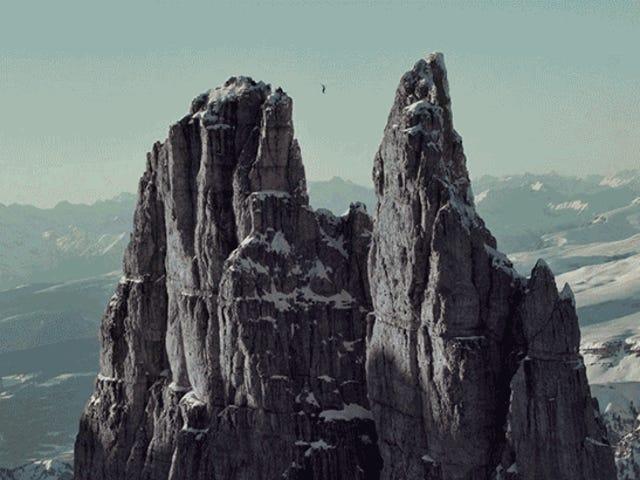 9,000 피트 높이의 산봉우리 사이의 하이 라이닝은 특별한 용기를 얻습니다.