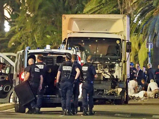 การโจมตีรถบรรทุกร้ายแรงในนีซ: ทุกอย่างที่เรารู้