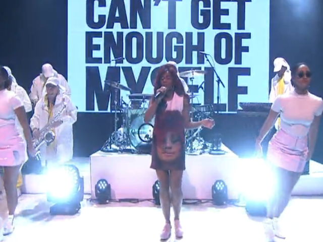 Santigold's Late Night Performance Turned a Critique of Selfies Into Pop Art