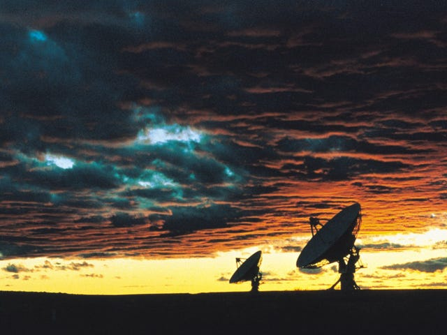 Experts Gather To Discuss Whether We Should Send Messages To Aliens