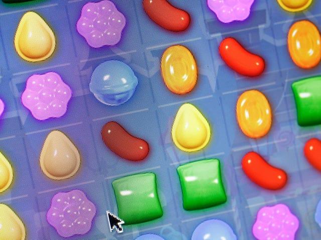 Lo sviluppatore di Candy Crush dice che 9,2 milioni di utenti giocano almeno 3 ore al giorno, ma non crea dipendenza