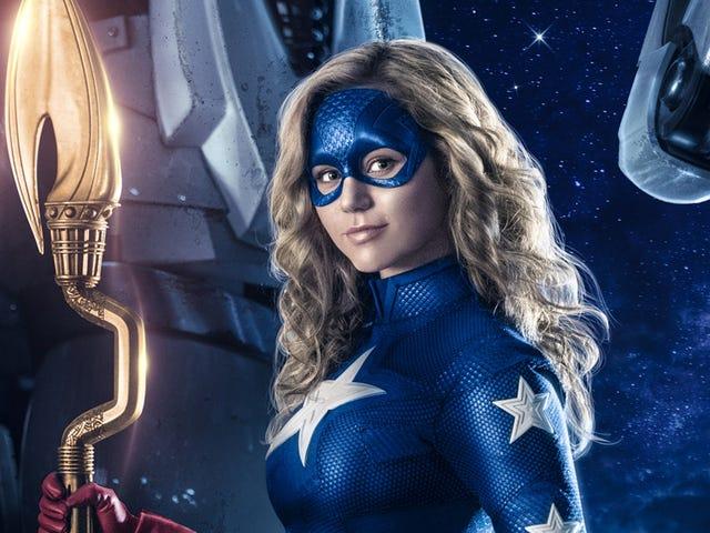 हम अब जानते हैं कि जब CW और DC यूनिवर्स पर हमारे घरों में स्टारगर्ल उड़ रही होगी