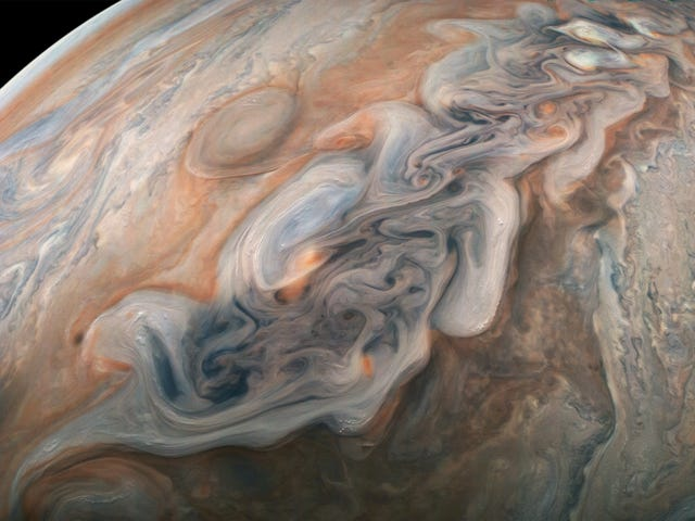 Jupiter's Lightning Is Somehow More and Less Like Earth's Than Scientists Thought