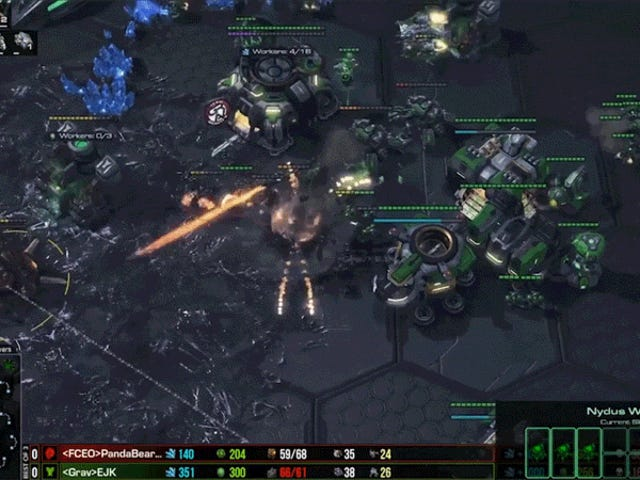 <i>StarCraft II</i> ProはサプライズZerg All-Inから完全に防御
