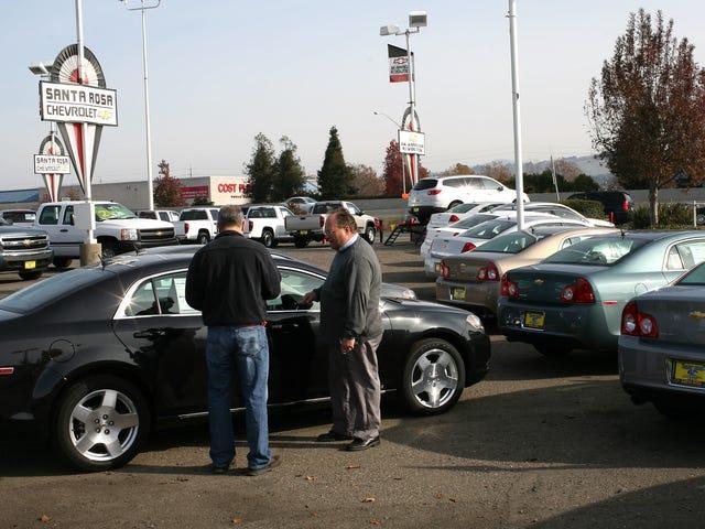 Como faço para lidar com os impostos para uma compra de carro fora do Estado?