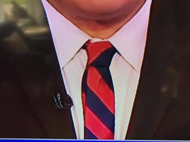 Apparently nobody on TV knows how to dimple their tie