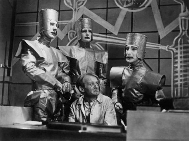 Doctor Who 되기 전 25 년, BBC가 최초로 공상 과학 소설 TV 쇼를 방송했습니다.