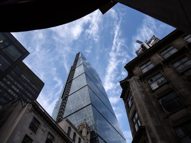 Armgroße Bolzen fallen immer wieder vom Londoner Cheesegrater Tower