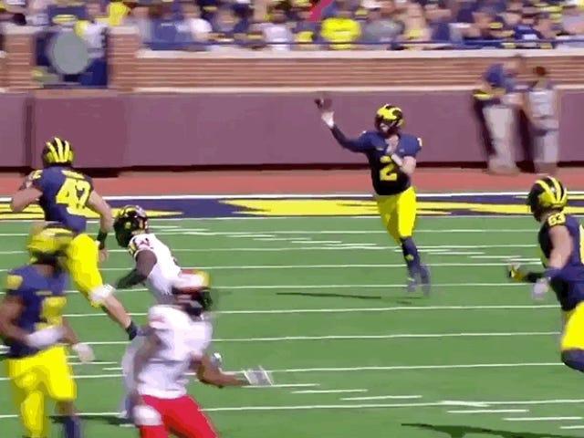 Michigan Fullback Ingatkan Dunia Bahawa Sesetengah Lelaki Putih Dapat Lompat