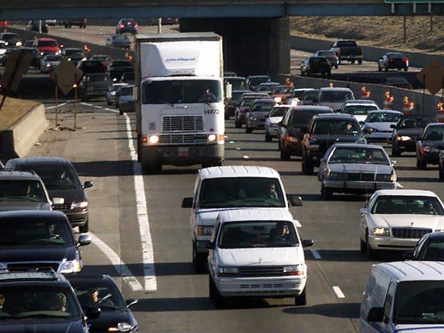 मिशिगन बुल्शिट ट्रैफिक शुल्क में 637 मिलियन डॉलर का माफ कर देता है तो 300,000 ड्राइवर्स अपने लाइसेंस वापस प्राप्त कर सकते हैं