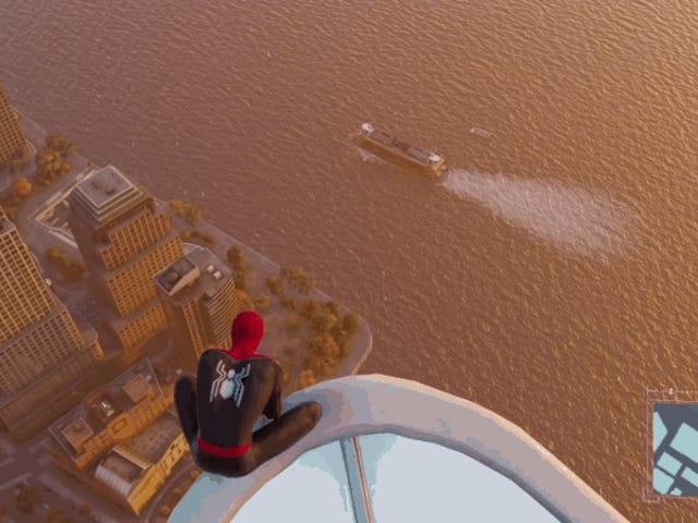Qué ocurre si lanzas al vacío a Spider-Man desde la torre más alta de los videojuegos en los que sale