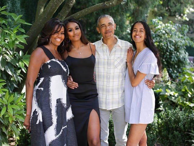 Michelle Obama condivide la foto di famiglia sui social media, augurando a tutti un felice ringraziamento
