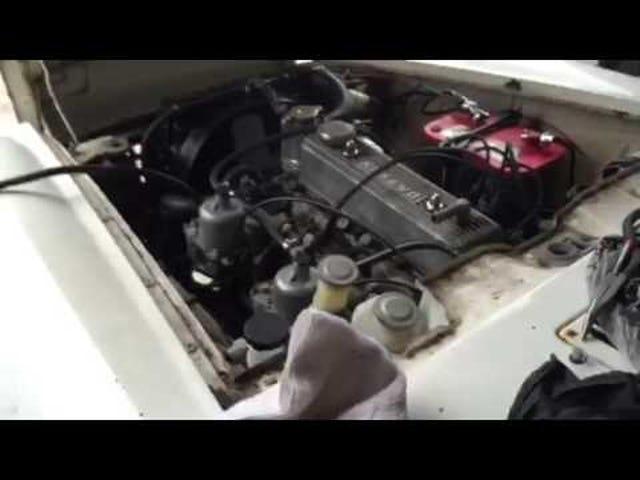 Το Datsun 1600 roadster αρχίζει αρχικά