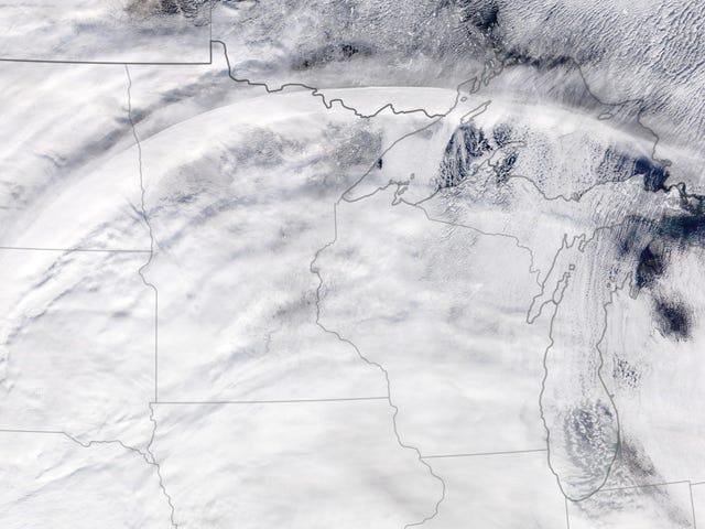 Một đường cong đám mây hoàn hảo kỳ lạ xuất hiện ở Mỹ