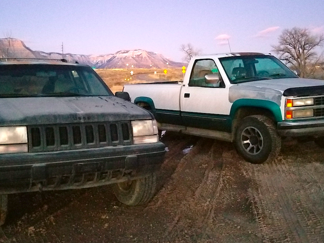 Cómo la vieja camioneta Chevy de un extraño me llevó por las nevadas montañas rocosas hasta el 'Santo Grial' Jeep Grand Cherokee
