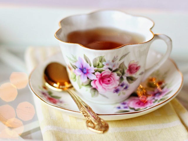 ロイヤル・バトラーによると、ロイヤルティーのようにお茶を飲む方法