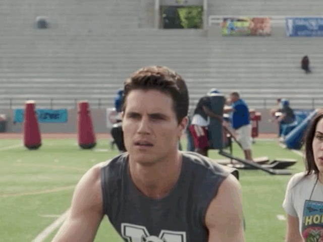Skuespiller, der portrætterede QB, bliver kaldt ud, går i store længder for at bevise, at han faktisk kan smide en fodbold