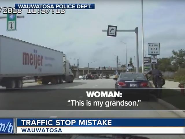 Polsini poliziotti Teenager nero in sella a nonna bianca perché qualcuno pensava di averla derubata