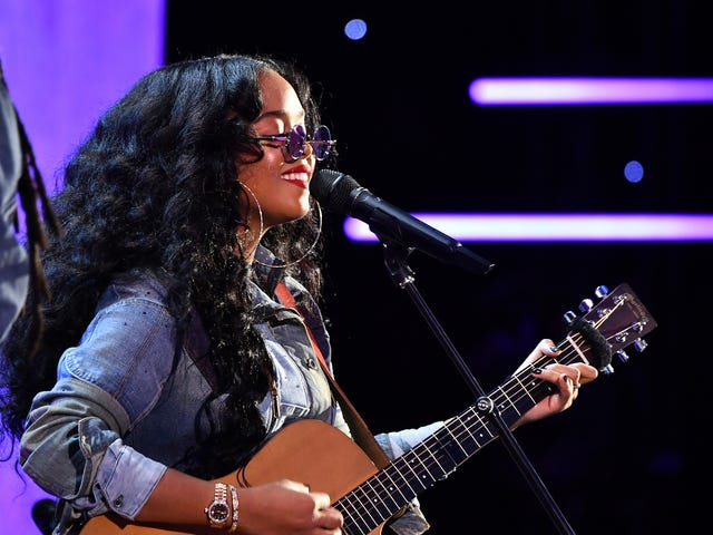 H.E.R. Debuts Chilling New Protest Song, 'I Can't Breathe'