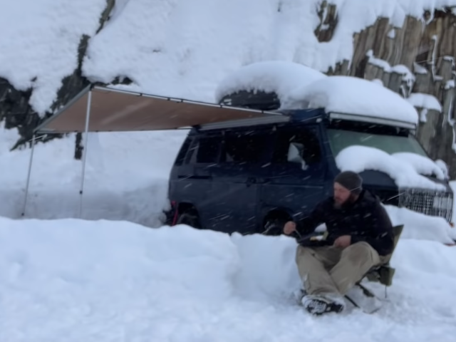 Comment survivre à une tempête hivernale lorsque vous vivez dans une camionnette