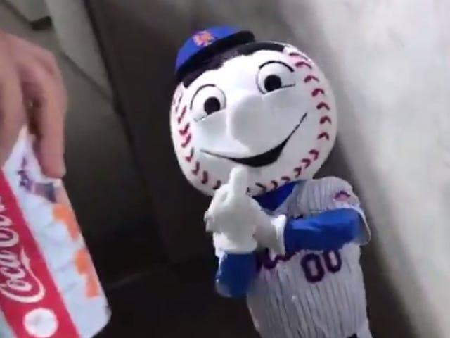 I Mets estendono il ramo di ulivo ai fan limitando la loro capacità di guardare i mets