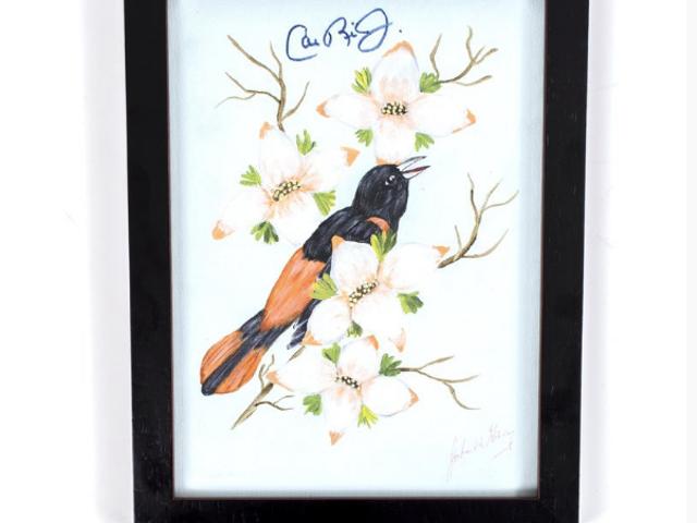 Cal Ripken Jr. ลงชื่อในภาพเขียนของนกขมิ้นโดย John Wayne Gacy หรือไม่?