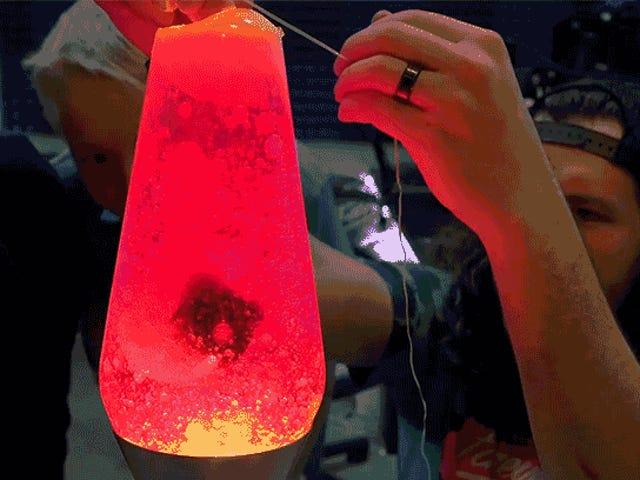 Déposer une GoPro dans une lampe à lave est comme regarder dans un cœur humain qui bat.