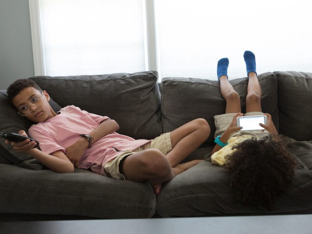 Gain Control Over Screen Time This Summer With a 'Family Media Plan'