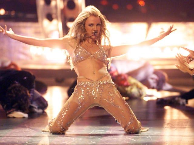 Britney Spears Louisiana Flood Relief için Onu Geri Edebi Giysiler Açık Artırma Olduğunu