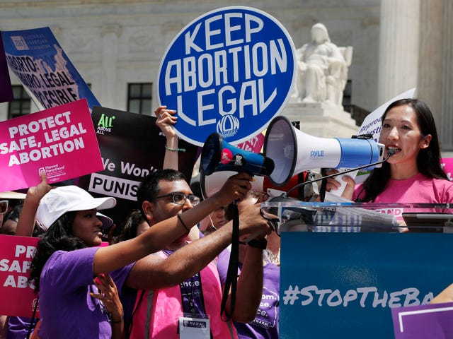 Missouri Dangerously Close to Becoming First State Without Access to Abortion Clinics