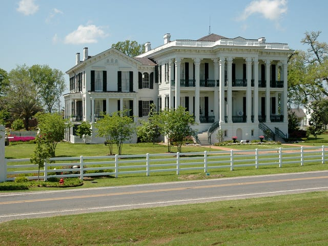 Vita tårar försök att dränka ut den sanna historien om Louisiana Plantation: 'Mycket rasistisk. Om du är vit, gå inte '
