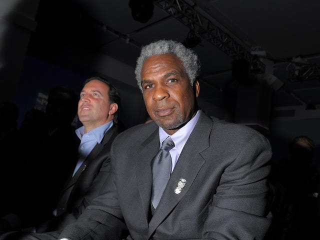 Former NBA Forward Claims He Saw Charles Oakley Smack Fire Out of Charles Barkley