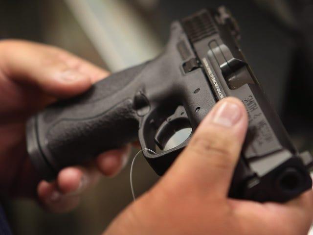 Ahora es más fácil para los fugitivos comprar armas