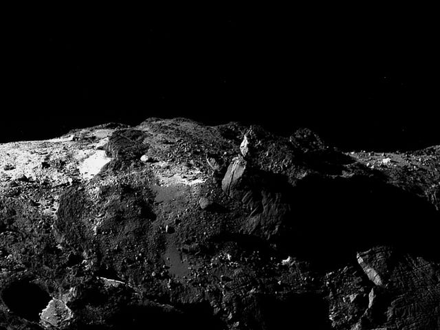 Rosetta Image Makes You Feel Like You're on the Surface of a Comet