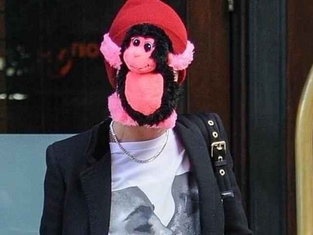 Lørdag nat socialt får udseende: iført en abe på dit ansigt