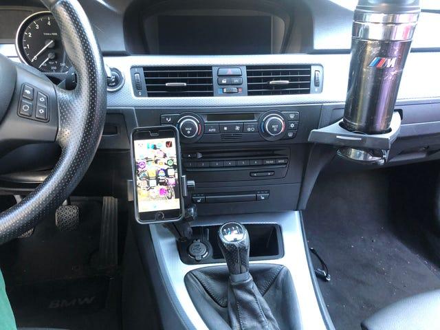 El prototipo número dos del soporte del teléfono E9X se había instalado en mi automóvil