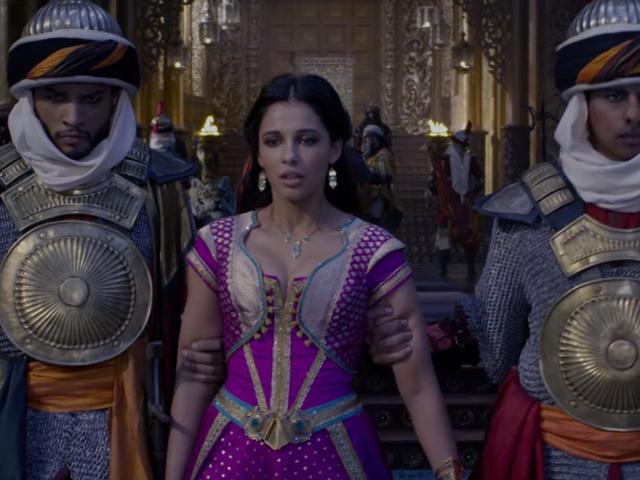 जैस्मीन ने लाइव-एक्शन <i>Aladdin</i> के मूल गीतों की इस क्लिप में अपनी विद्रोही लकीर को उकेरा