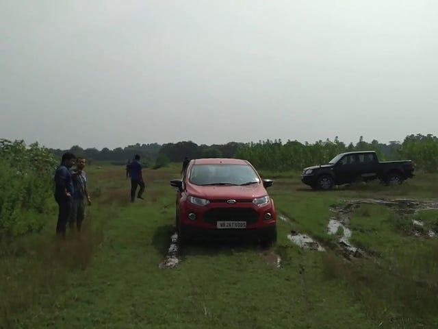 เก็บ Oppo Lame ด้วย Ford Ecosport คันนี้ในโคลน