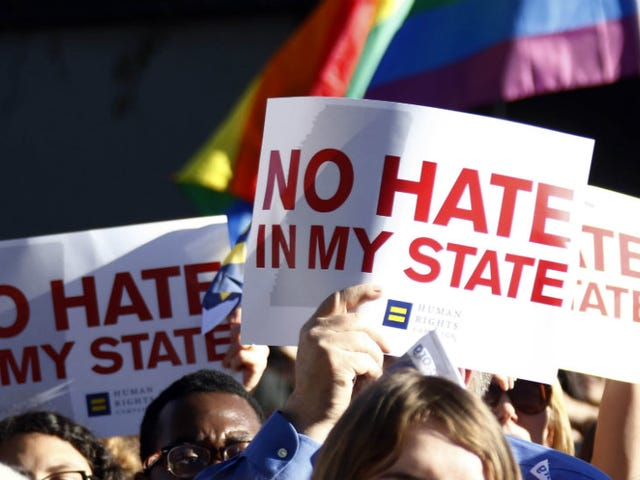 Court: Mississippi Clerks Can't Use Religion to Deny Marriage Licenses to Gay Couples