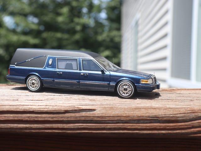 1/43 Lincoln Town Car Landau Hearse